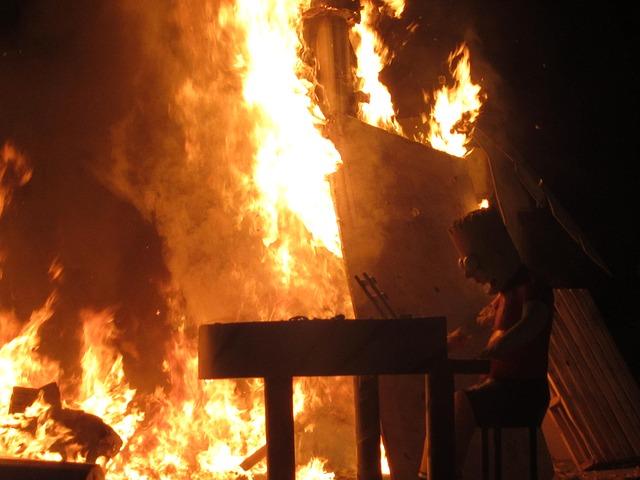 Carbel y fuego